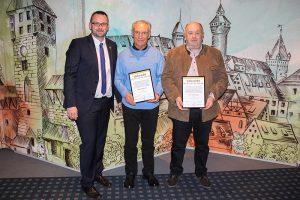 W. Albrecht und J. Schuhbauer wurden zu Ehrenmitglieder des SV ernannt.