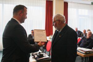 Zuchtfreund Erwin Müller erhält die SV Ehrenmitgliedschaft